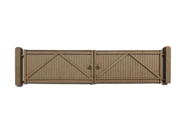 LX442-OO Large Wooden Factory Gates - Type 1 - OO/4mm/1:76